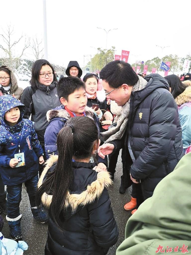 小记者采访九江国际马拉松